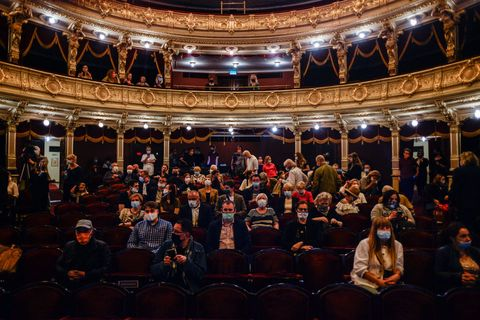 krakow's juliusz slowacki theatre holds first  performance after covid 19 lockdown