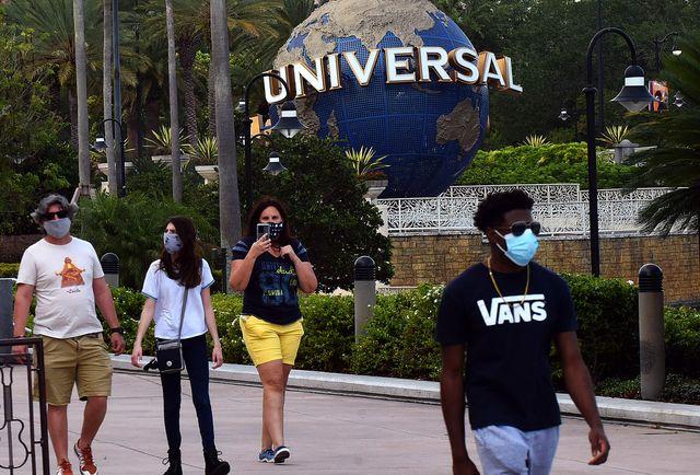 universal orlandos citywalk begins to reopen in orlando, us