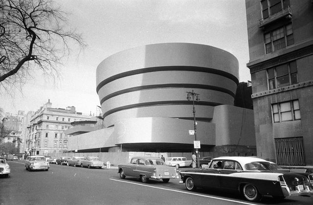 the guggenheim museum, designed by frank lloyd wright 1867   1969, who developed the concept of 'organic architecture', that a building should develop out of its surroundings the guggenheim's concrete rings allow light into the building to display the exhibits to their full potential   photo by george heyergetty images