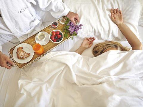 Linens, Comfort, Cuisine, Meal, Dish, Tableware, Petal, Dishware, Bed, Plate,