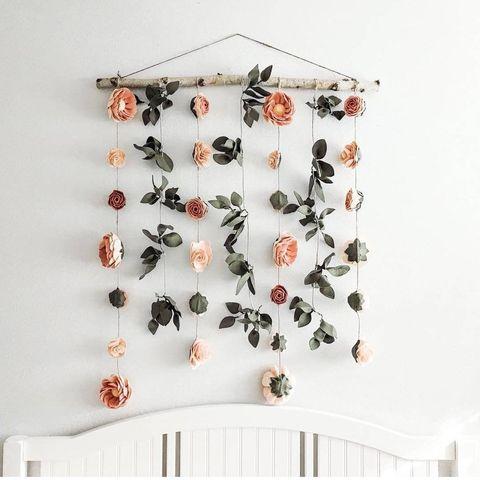 Guirnalda de flores en color nude