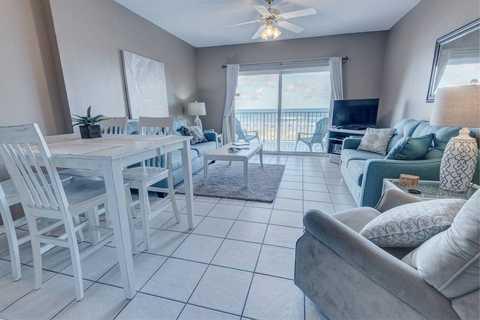 Property, Room, Furniture, Building, Living room, Interior design, Floor, Real estate, Home, Table,