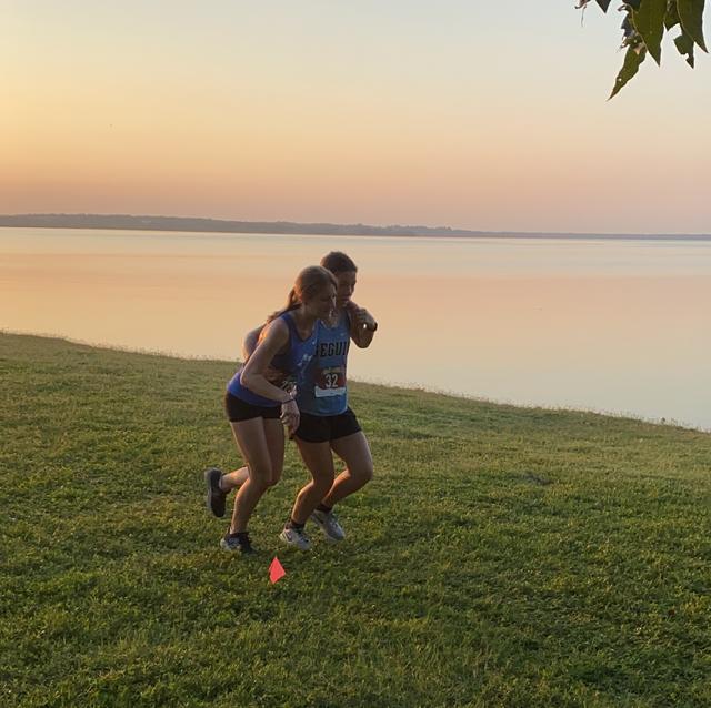cross country runner ali gutierrez helps injured competitor texas high school arlington seguin