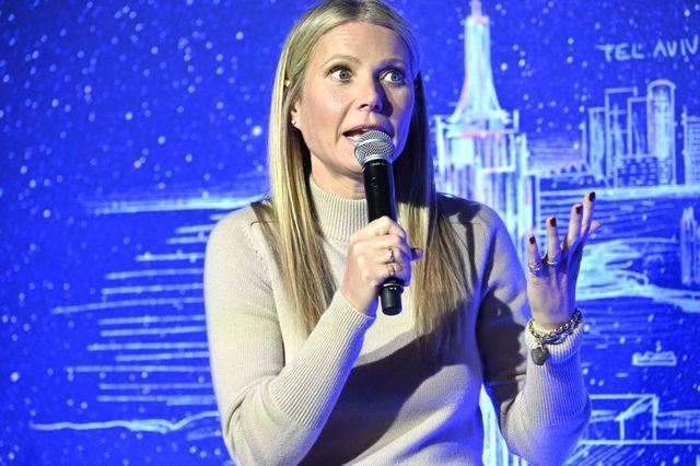 gwyneth paltrow da consejos en una reunión pública