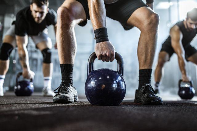 entrenamiento de piernas con pesas rusas