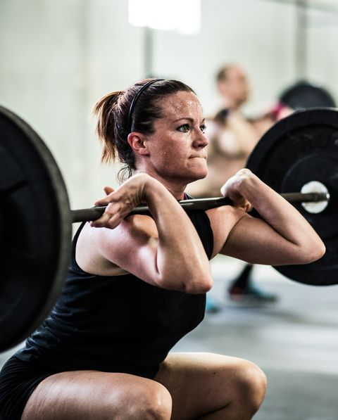 gym   woman doing front squats