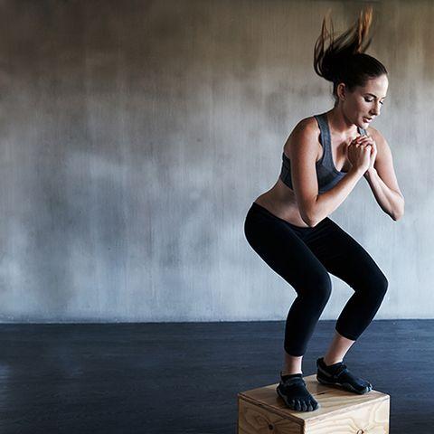 Standing, Sportswear, Physical fitness, Leg, Shoulder, Joint, Muscle, Arm, Footwear, Human body,