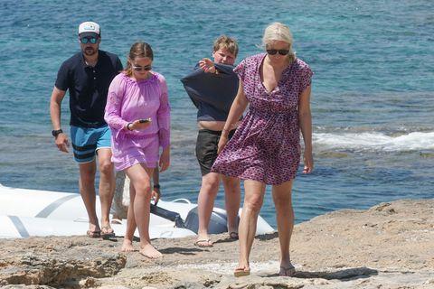 Haakon y Mette-Marit acuden con sus hijos a Formentera