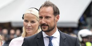 Haakon de Noruega operado