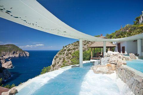 Coastal and oceanic landforms, Water, Swimming pool, Real estate, Resort, Tourism, Coast, Azure, Ocean, Aqua,