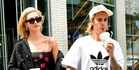 Justin Bieber dan Hailey Baldwin memiliki alasan mengapa mereka menunda menggelar upcara pernikahan (dok. Elle)