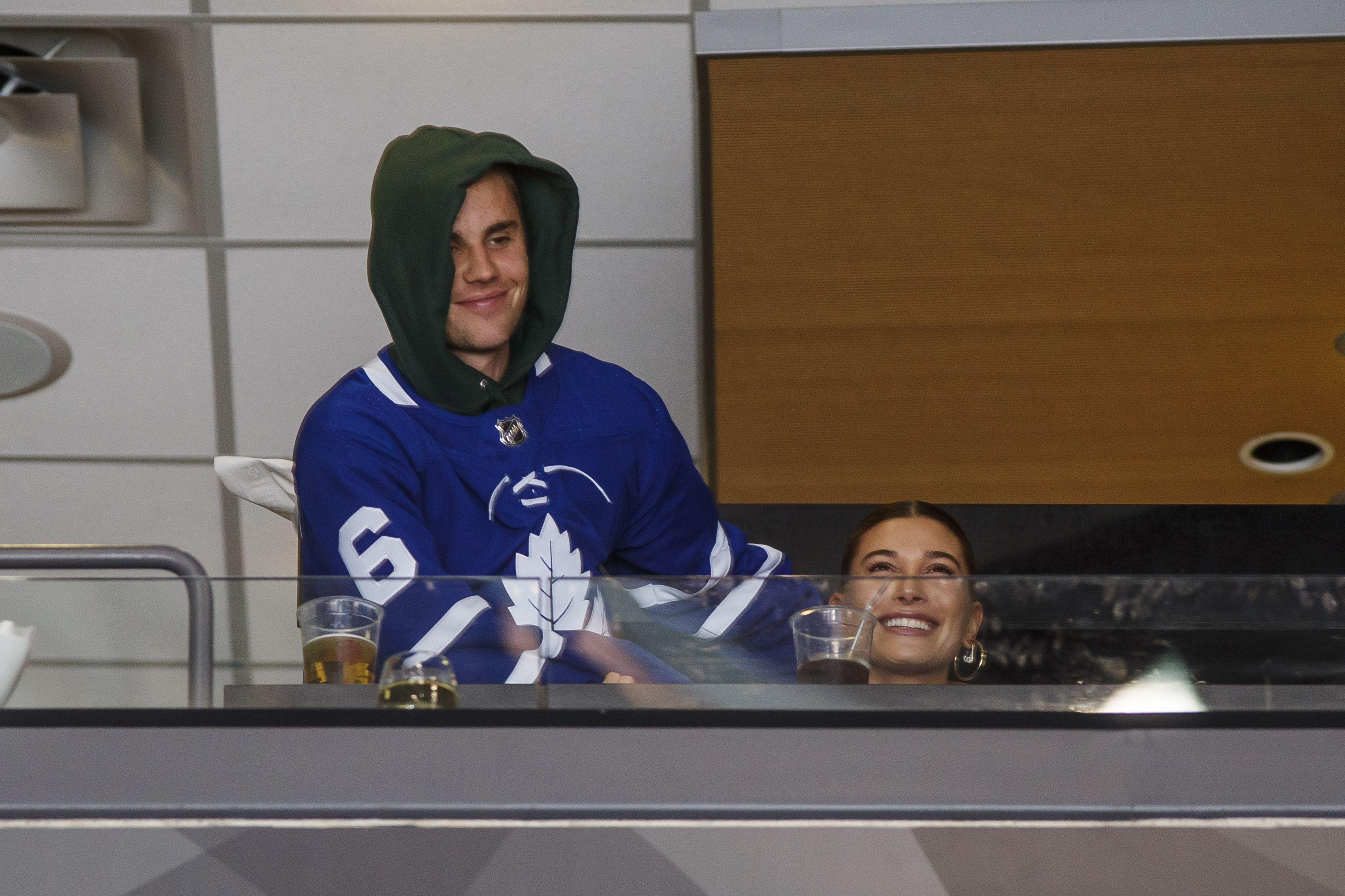 Justin Bieber and Hailey Baldwin Kissing at Hockey Game ...