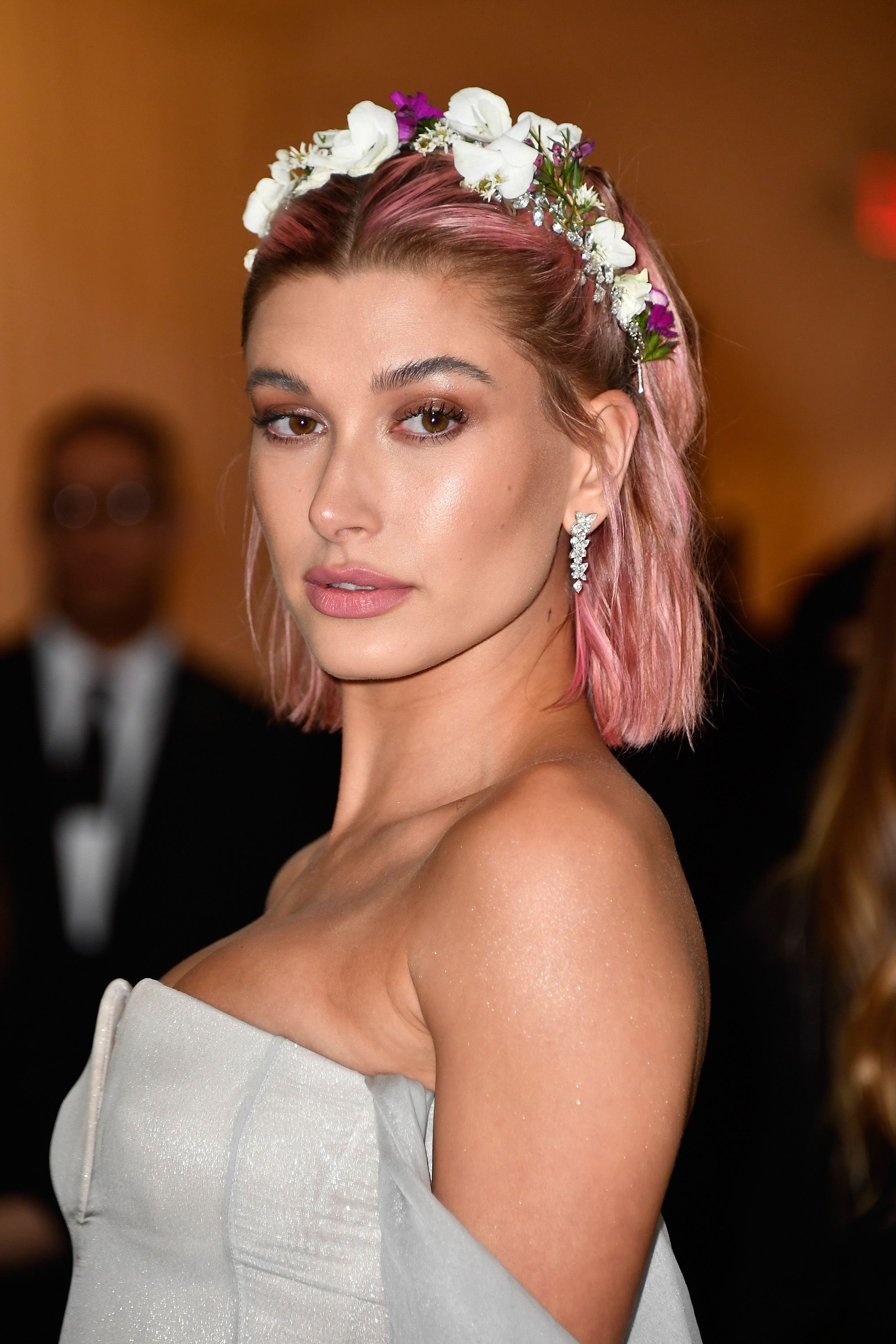 Hailey Baldwin wore a t-shirt dress with a leather blazer and people are mad confused