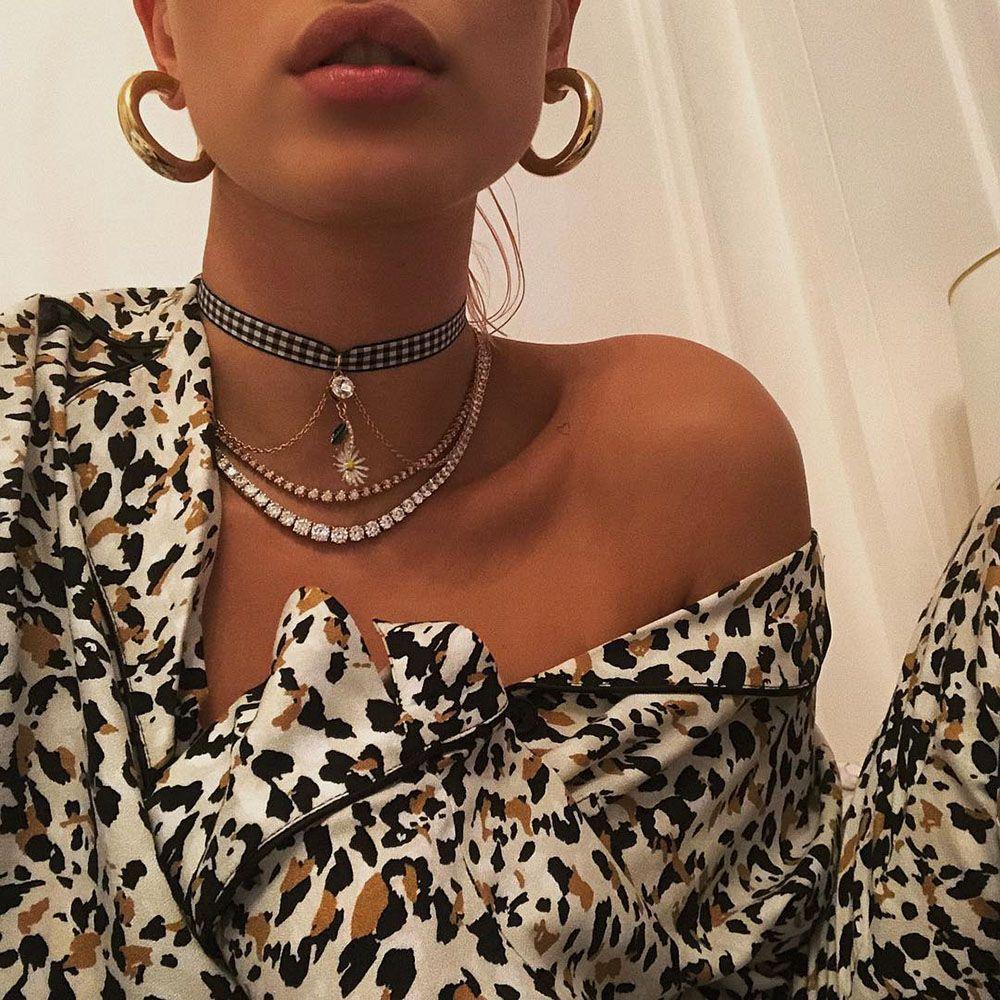 5ed8bd19d944 Los collares minimalistas se llevan todos juntos