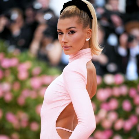 Shoulder, Beauty, Fashion, Hairstyle, Pink, Red carpet, Dress, Joint, Carpet, Premiere,