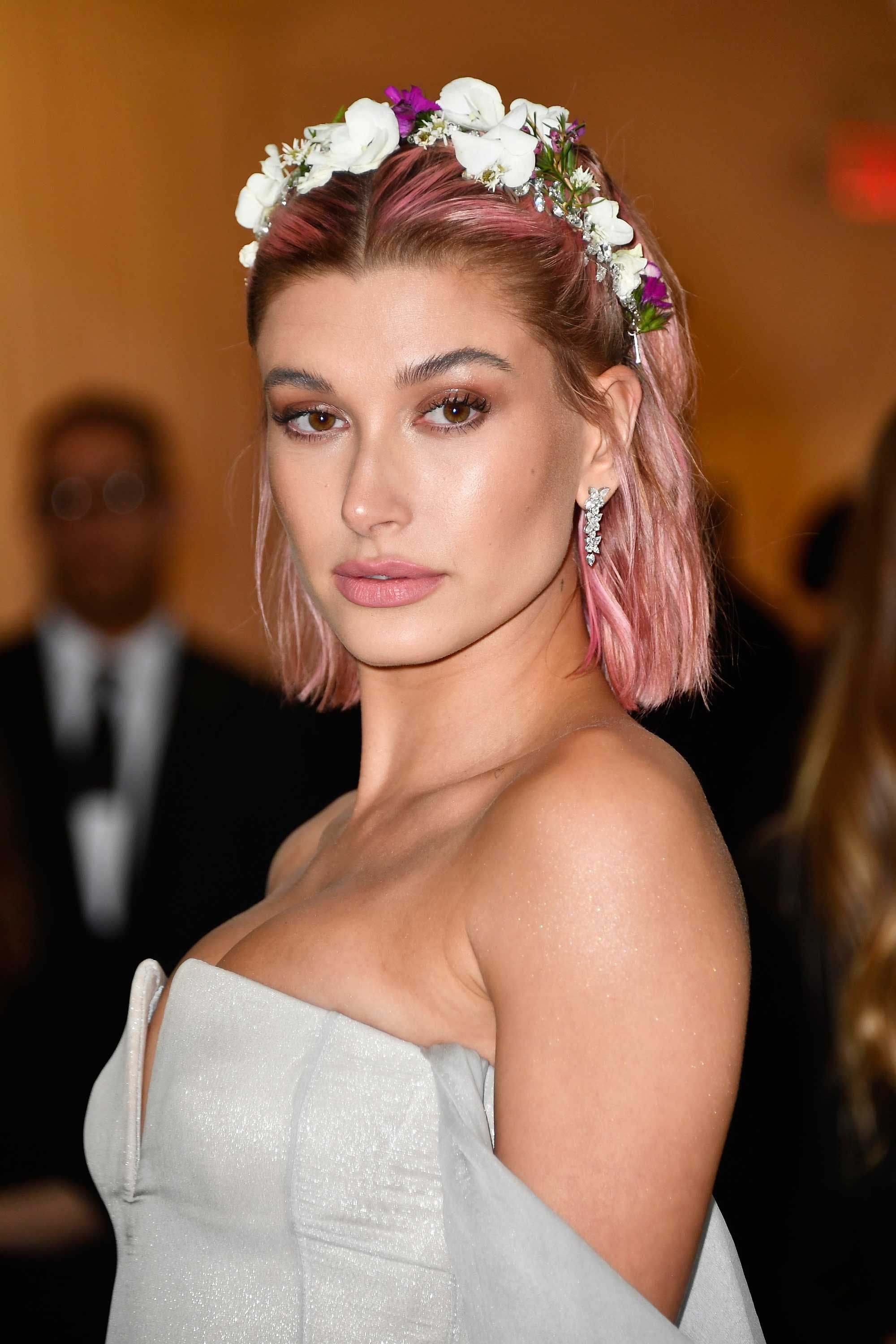 Hailey Baldwin Dyed Her Hair Pink For The 2018 Met Gala