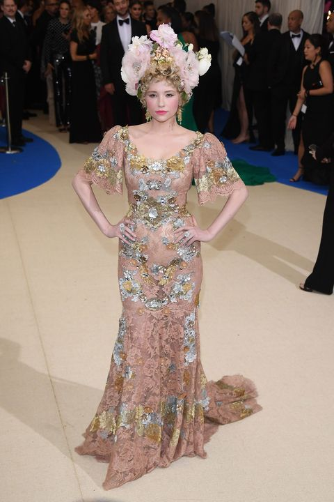 Fashion, Fashion model, Haute couture, Dress, Shoulder, Gown, Joint, Fashion design, Fashion show, Flooring,