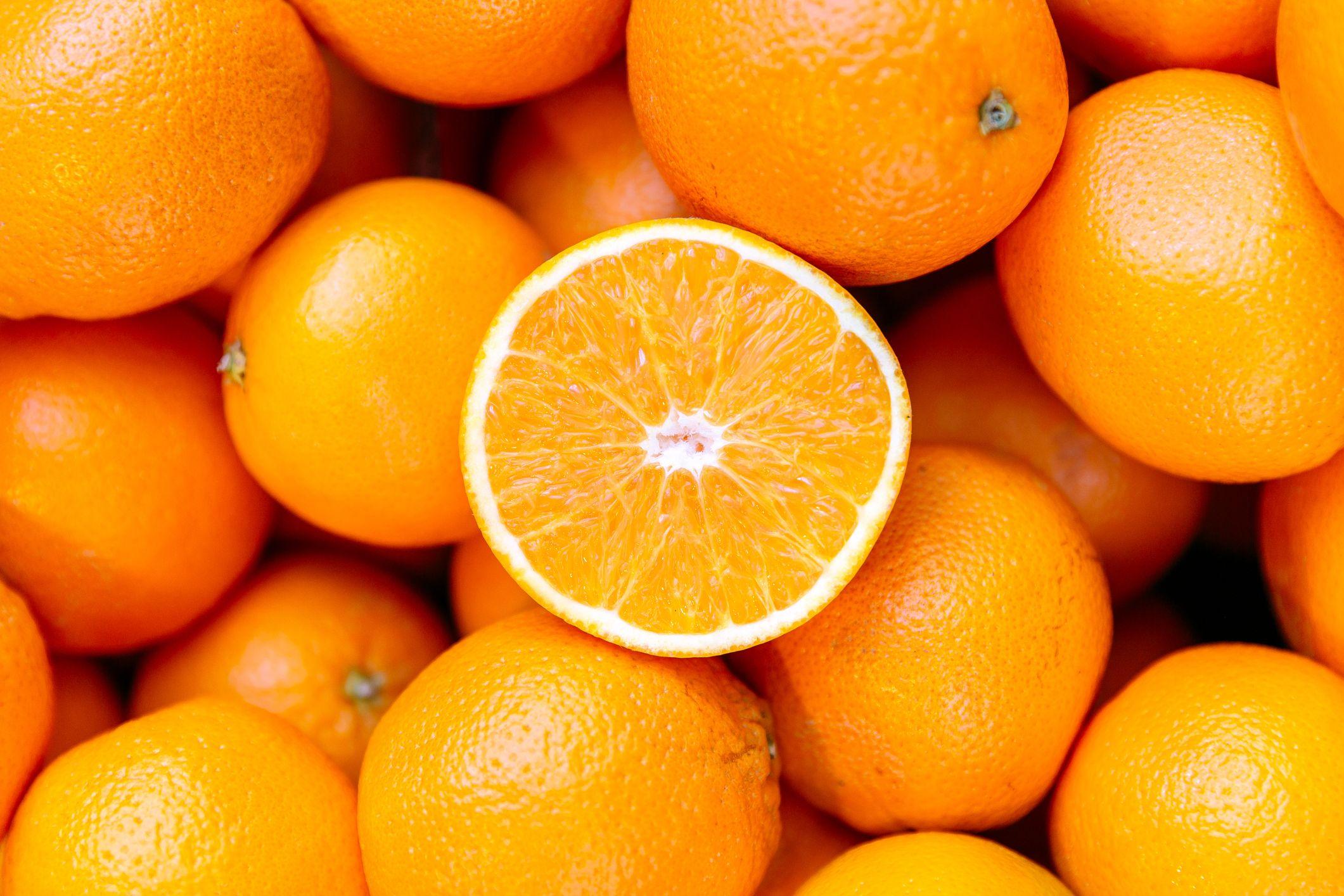 Các trại chủ trồng cam kinh hoàng khi có tin nhiều trái cam có dương tính COVID-19. .