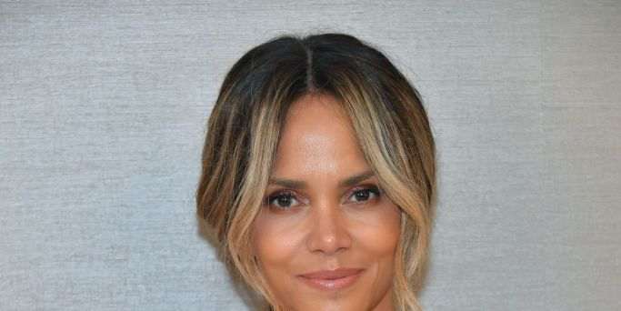 Halle Berry publie une photo folle de ses sit-ups sur Instagram   – ventre plat