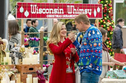 Christmas In July Hallmark.Hallmark Channel S Christmas In July Is Back Hallmark