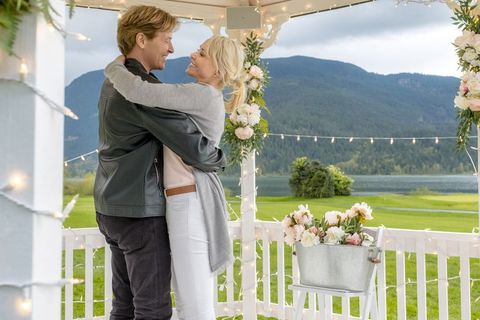 A Harvest Wedding Cast.Where Was Hallmark S Wedding March 4 Filmed Hallmark Channel S