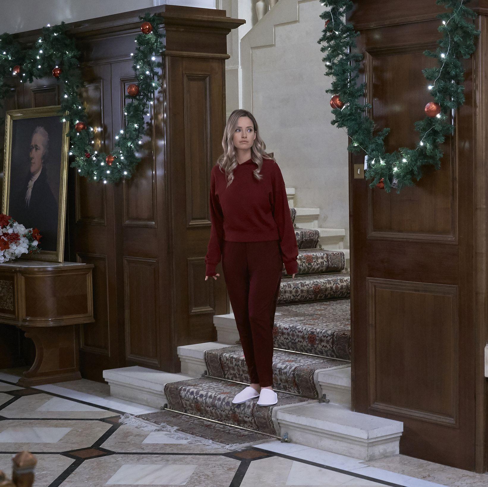Christmas Prince Cast >> Here's Where Hallmark's 'Christmas at the Palace' Movie Was Filmed