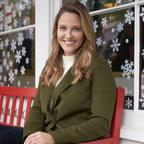 Hallmark Christmas Movies 2019 - Christmas Wishes and Mistletoe Kisses