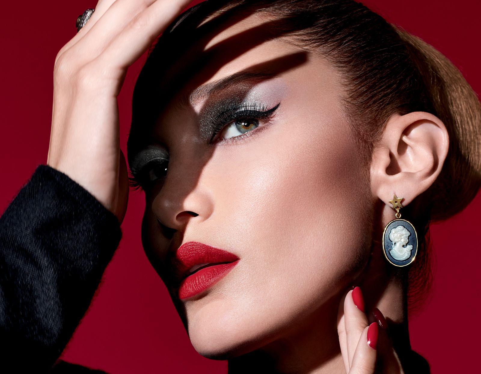 Bella Hadid diventa un vampiro glam grazie a un bellissimo partner in crime