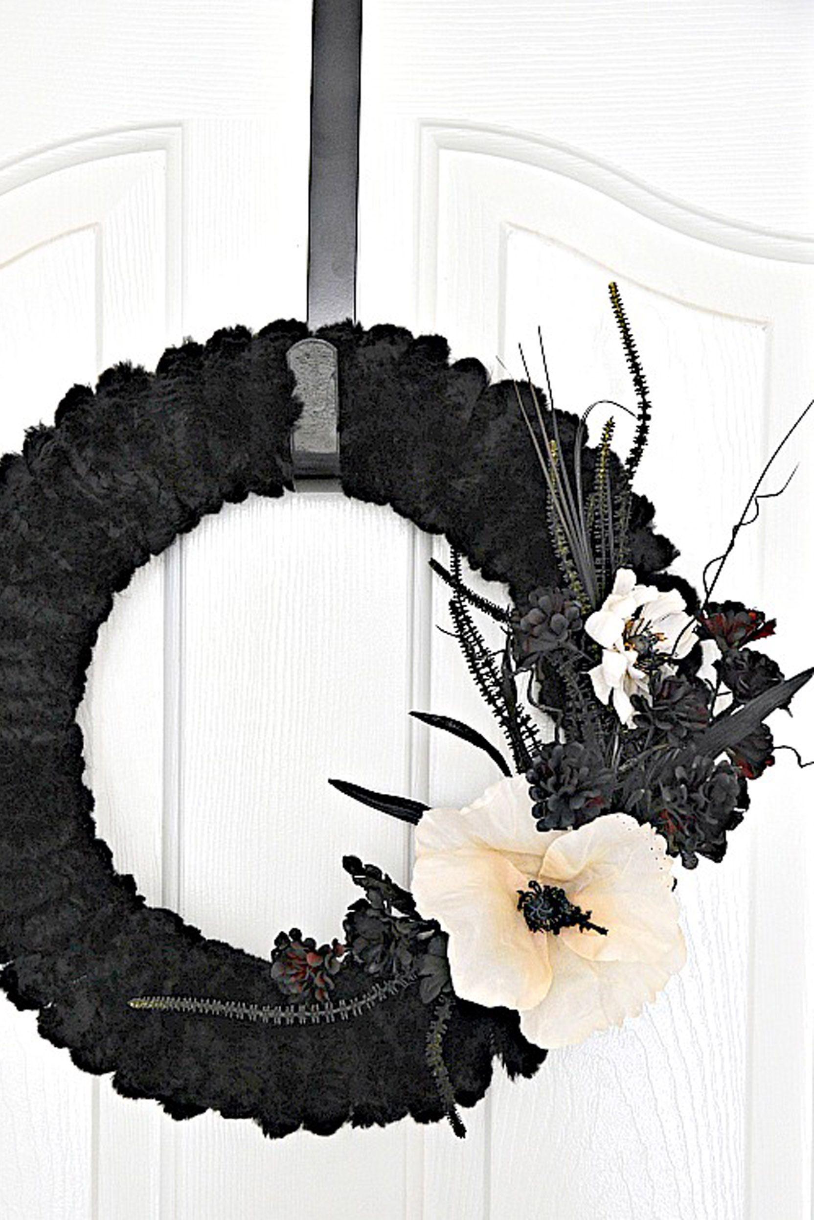 halloween birthday party wreath