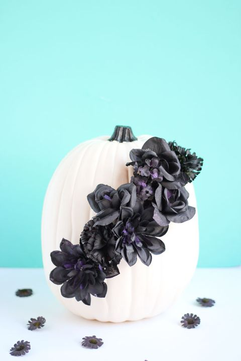 halloween centerpieces black flower pumpkins