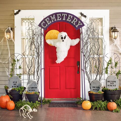 easy halloween decoration friendly front door ghost