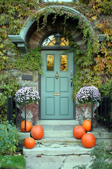a spooky looking house covered in vines, halloween door decorations
