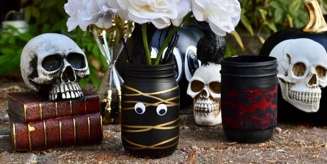 17 Halloween Mason Jar Ideas You Ll Love Cool Halloween Mason Jars