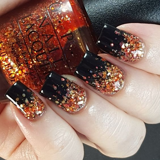 25+ Halloween nail art designs - Cool Halloween nails for 2017