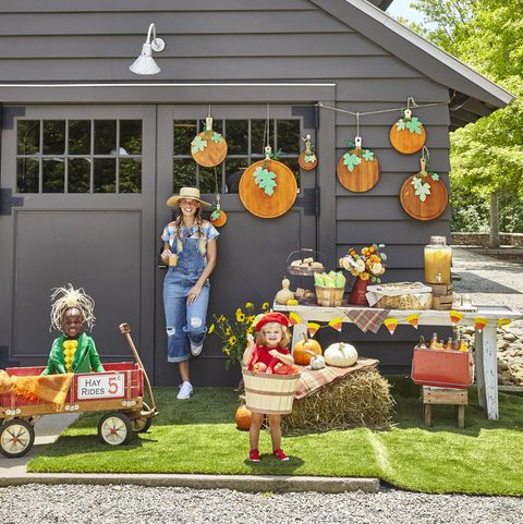 cl contributor lauren akins with kids willa gray and ada james create a pumpkin patch with cutting boards halloween