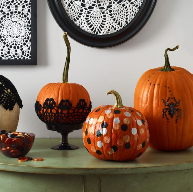 framed cotton doilies with plastic spiders  doily in frame pumpkin with black doily, painted dots, and spider