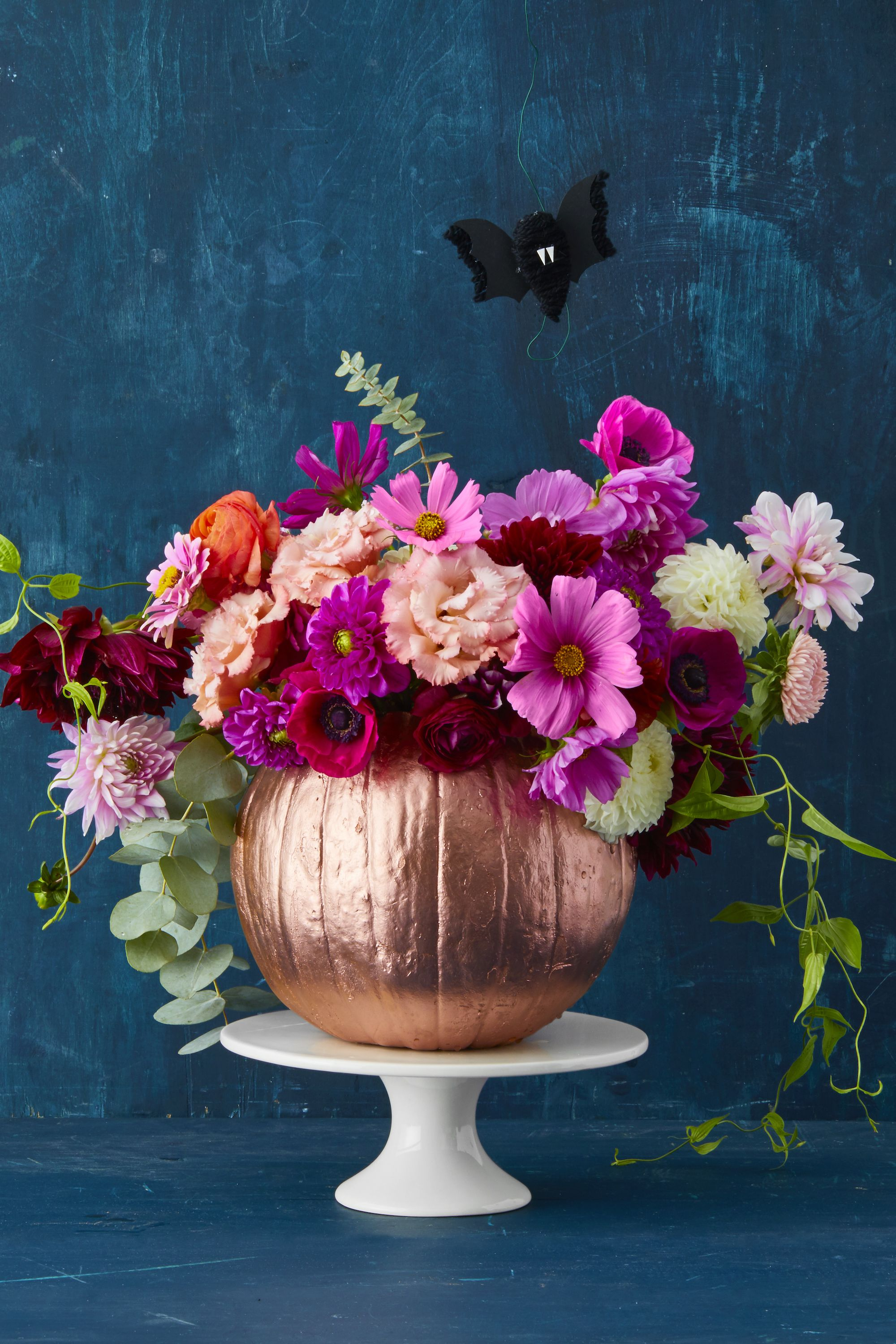 halloween pumpkin vase with flowers