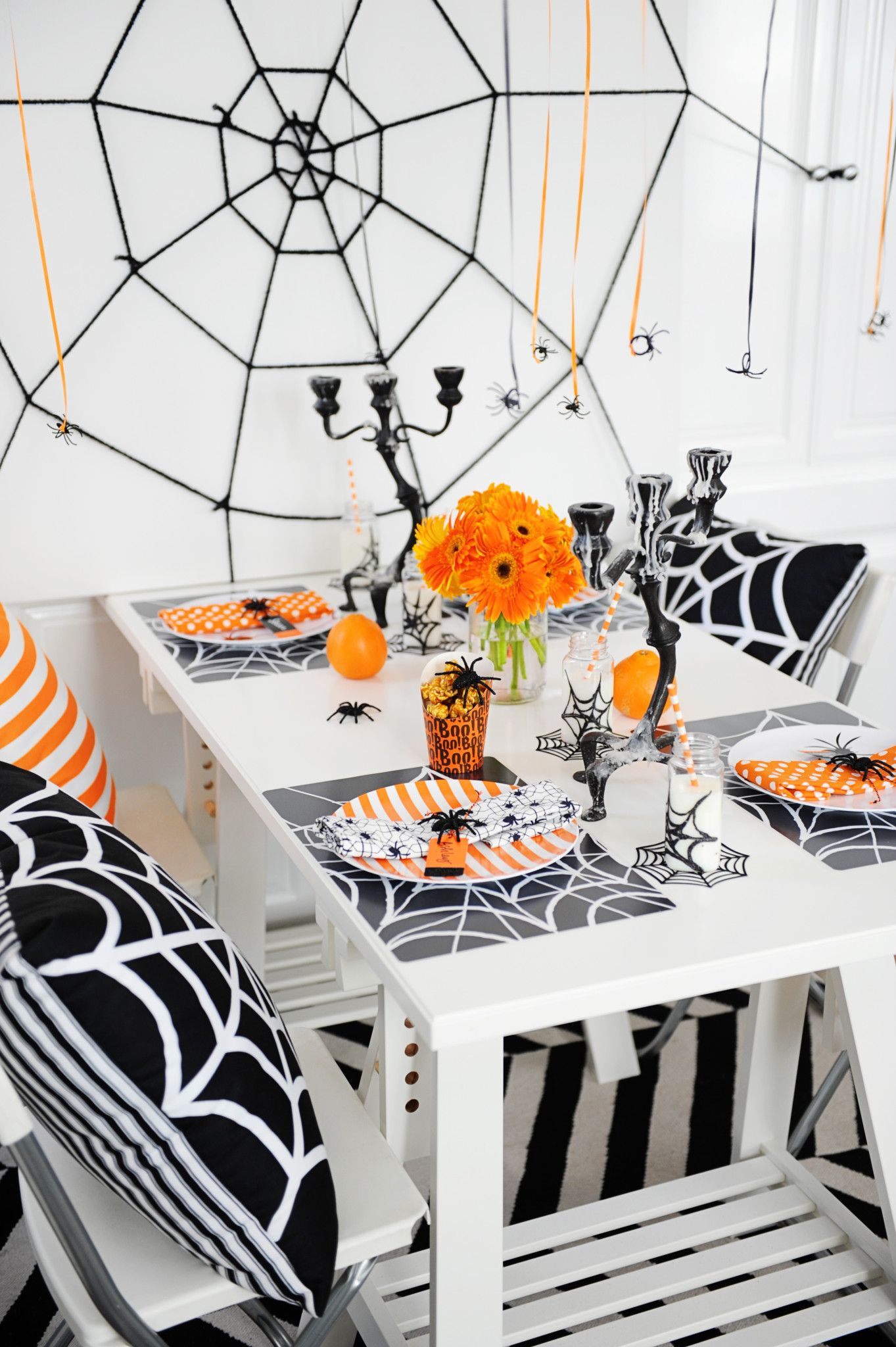 best halloween table decorations and centerpiece ideas chic halloween tablescapes - Halloween Table Decoration