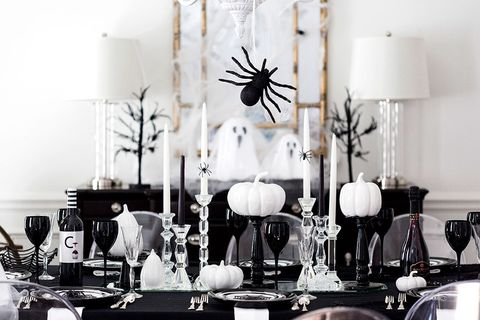 Best Halloween Table Decor And Centerpiece Ideas Chic Halloween Tablescapes