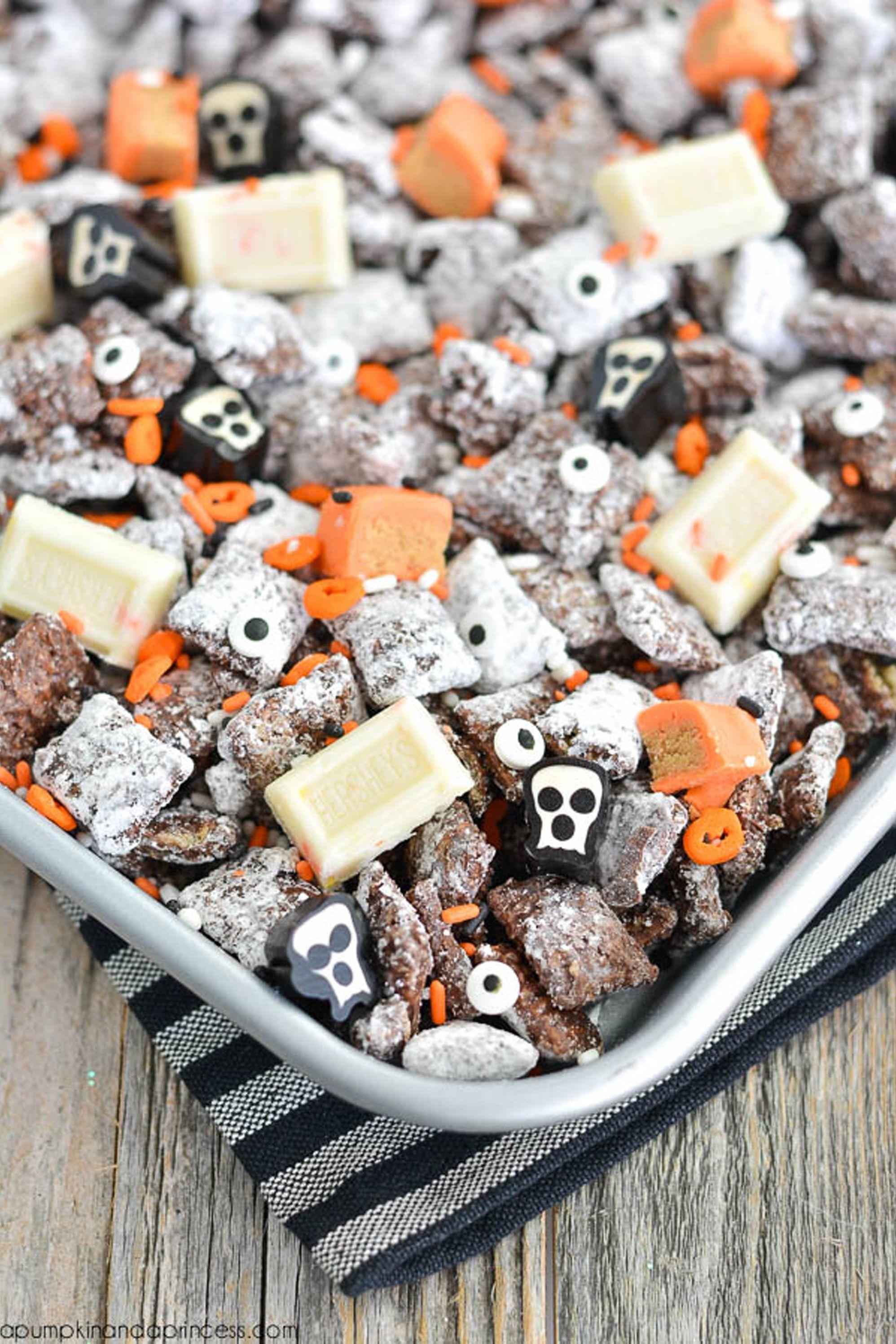 halloween treats muddy buddies