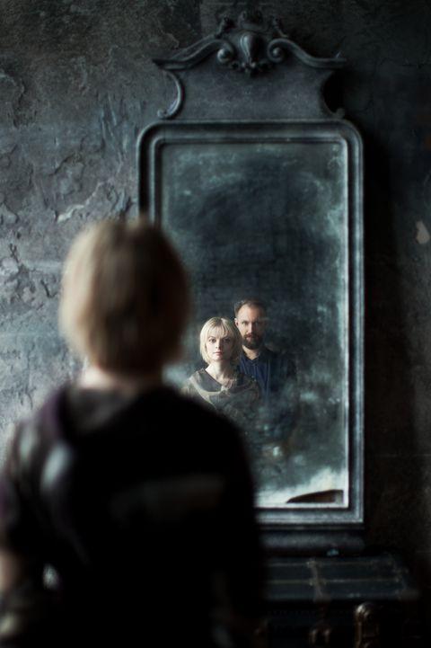 halloween trivia husband in mirror
