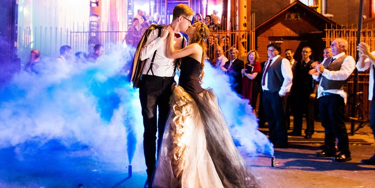 Halloween wedding photos halloween weddings ideas and inspiration 71 scary gorgeous halloween wedding photos that are to die for junglespirit Image collections
