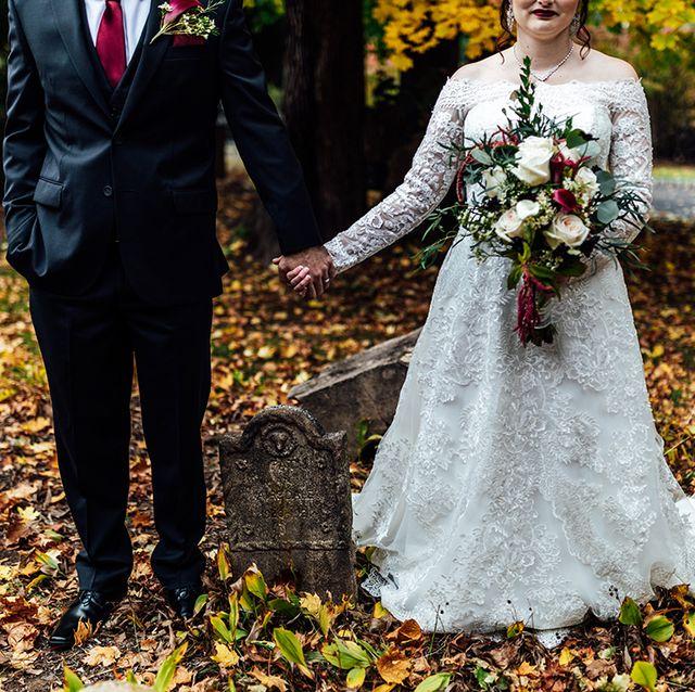 halloween wedding graveyard portraits