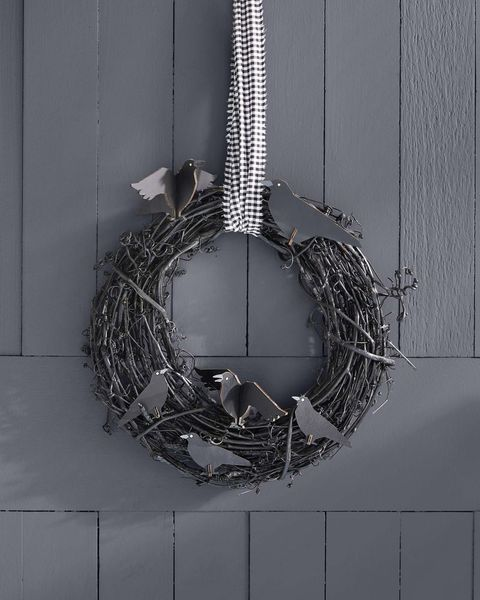 halloween wreath with black crows
