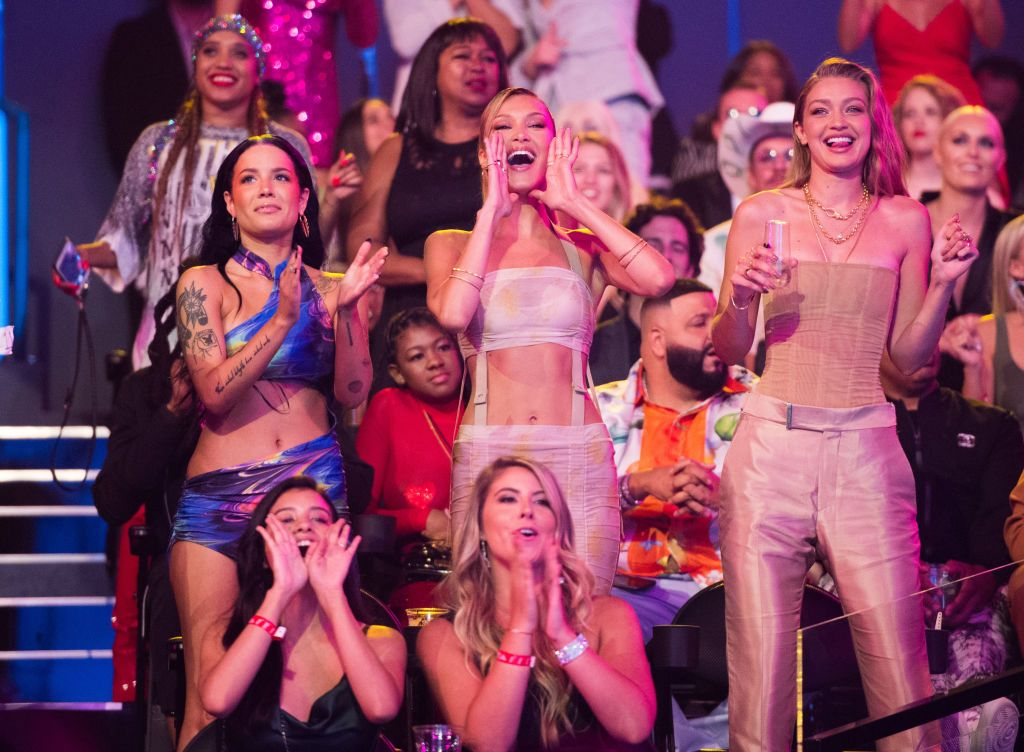 Gigi and Bella Hadid's Reactions to the VMAs Were Almost Better than the Actual Show