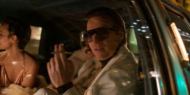 halston serie zitten in auto sigaret zonnebril
