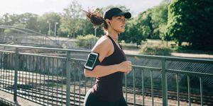 Vrouw aan het hardlopen in het park