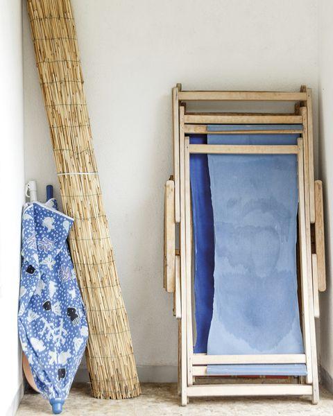 hamaca de madera plegable y sombrilla de playa