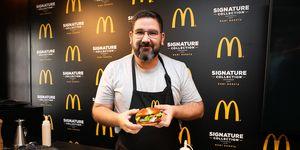 McDonald's presenta nuevas hamburguesas con estrella (Michelin) Y según el chef Dani García, ni tanta grasa, ni aditivos, ni mala materia prima. Así que puedes entregarte a la causa