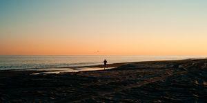 hardlopen strand zonsondergang